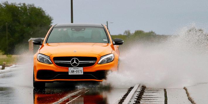 Vergelijkende sportbandentest: Auto Bild test van sportbanden met de Mercedes AMG