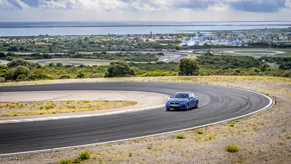 Auto Motor und Sport vergelijking UHP banden: zomerbandentest onder BMW in bocht