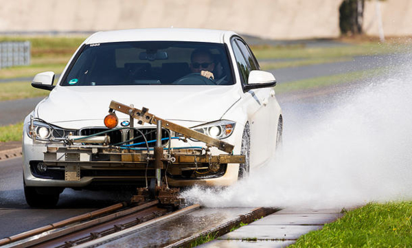 Vergelijking zomerbanden: AutoZeitung remtest op nat wegdek