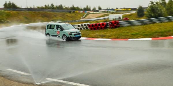 Vergelijkende test all season banden 2019: ACE heeft de all season banden bij regen getest