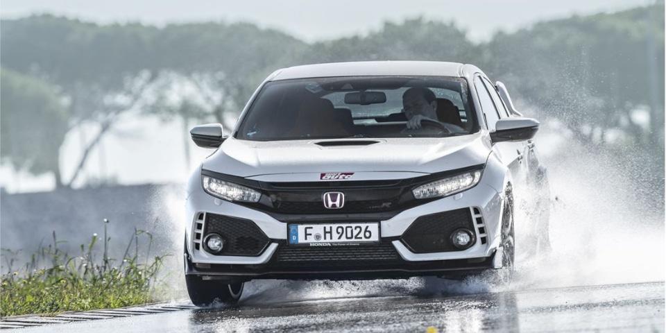 Test banden UHP Sport Auto Honda Civic Type R natte weg