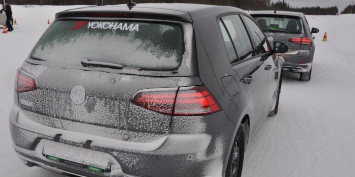 Test van de Yokohama BluEarth 4S AW21 all season band op sneeuw en ijzel in Zweden