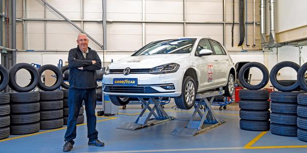 Beste zomerbanden 2021: vergelijkende autotest in de werkplaats van Auto Express